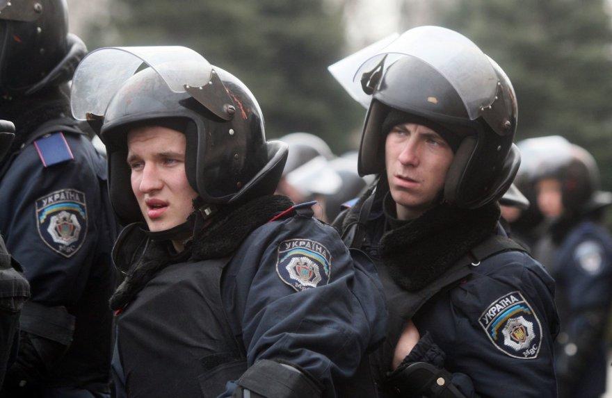 Ukrainos riaušių policija prie vyriausybės pastato Donecke