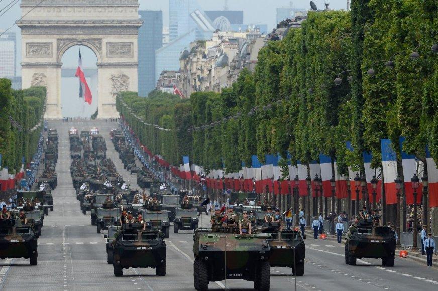 Karinis paradas Paryžiuje