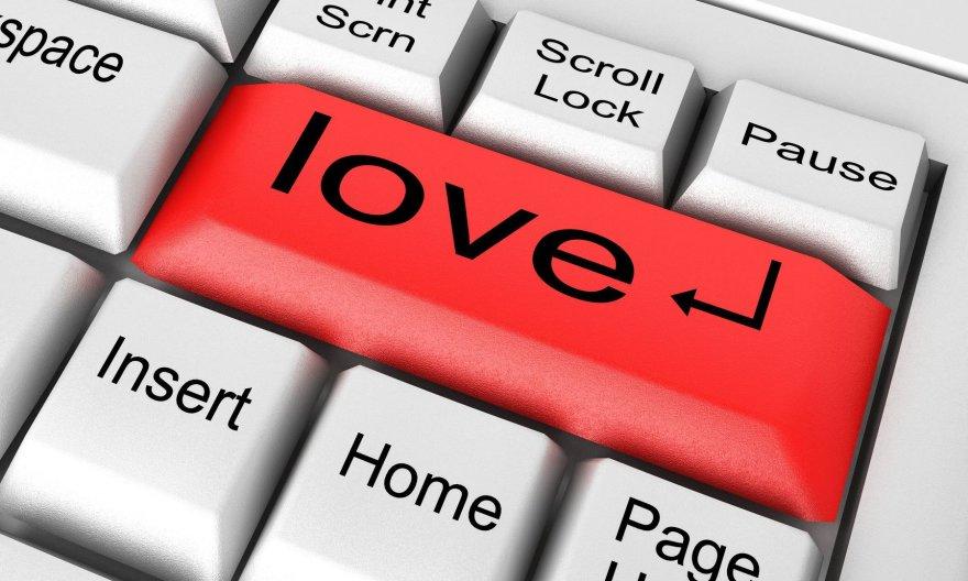 Internetas – dar vienas būdas žmonėms susipažinti ir atrasti meilę...