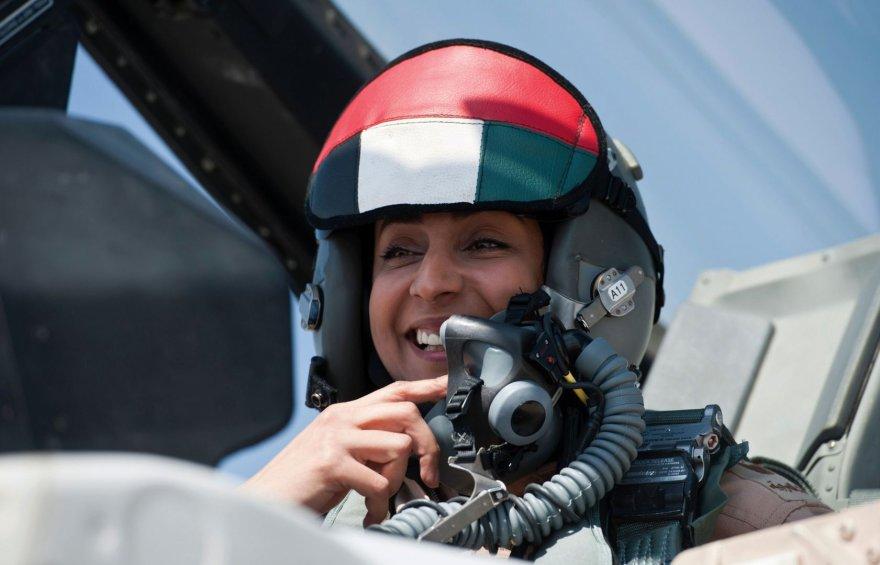 JAE karinėse oro pajėgose tarnaujanti majorė Mariam al-Mansouri