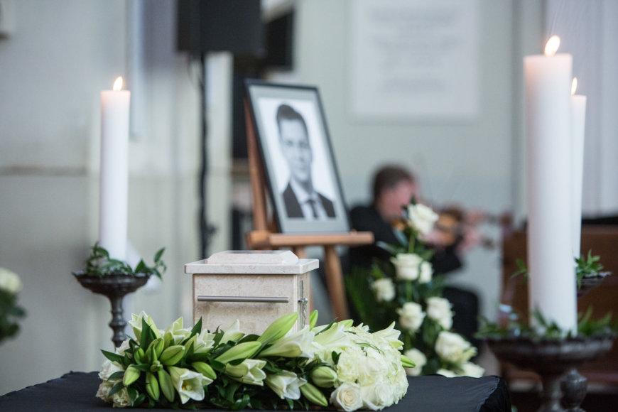 Juro Poželos urna pašarvota Vilniaus Šv.Jonų bažnyčioje
