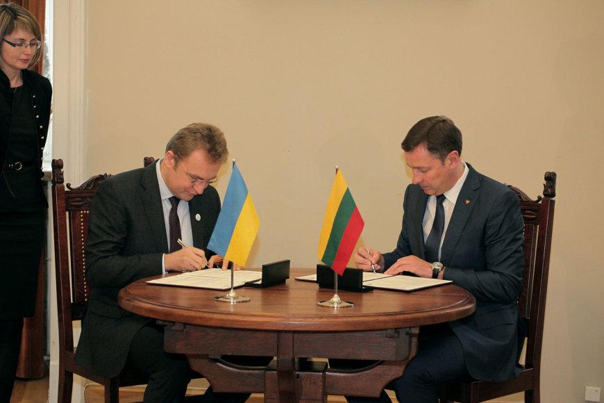 Vilniaus ir Lvovo merai pasirašė bendradarbiavimo sutartį