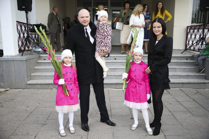 Kristupas ir Jurgita Krivickai su dukromis