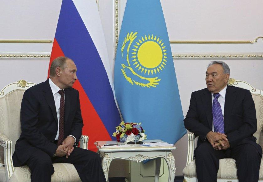Rusijos prezidentas Vladimiras Putinas ir Kazachstano vadovas Nursultanas Nazarbajevas