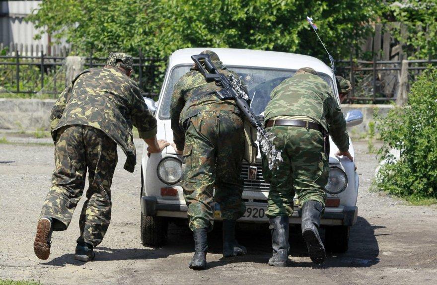 Prorusiški teroristai netoli Krasnyj Limano miestelio, Ukrainoje.