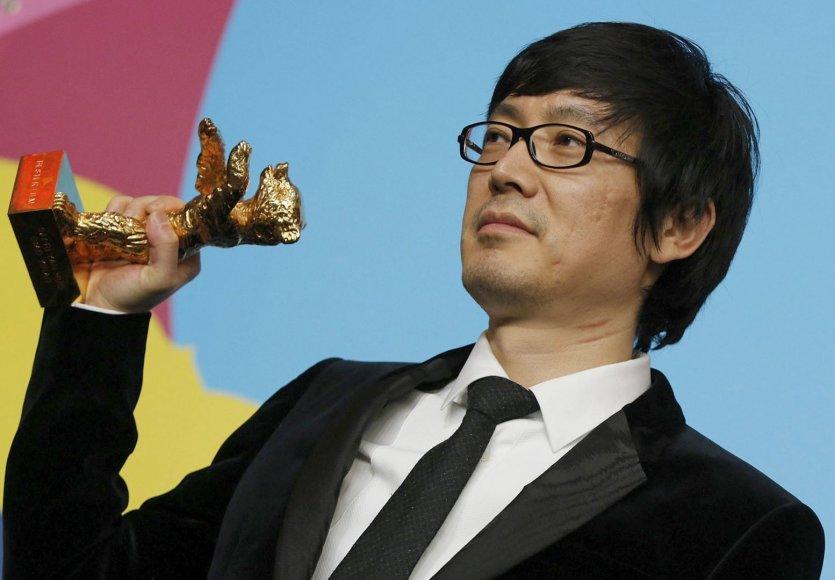 """Kinų režisieriaus Diao Yinano filmas apie virtinę šiurpių žmogžudysčių tiriantį buvusį policininką """"Juodos anglys, plonas ledas"""" laimėjo pagrindinį 64-ojo Berlyno kino festivalio """"Aukso lokio"""" apdovanojimą."""
