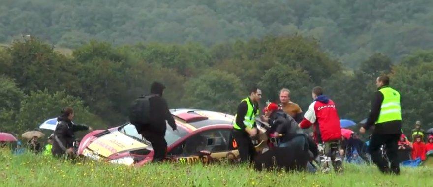 Apsauginiai stumdo žiūrovus WRC ralyje Vokietijoje