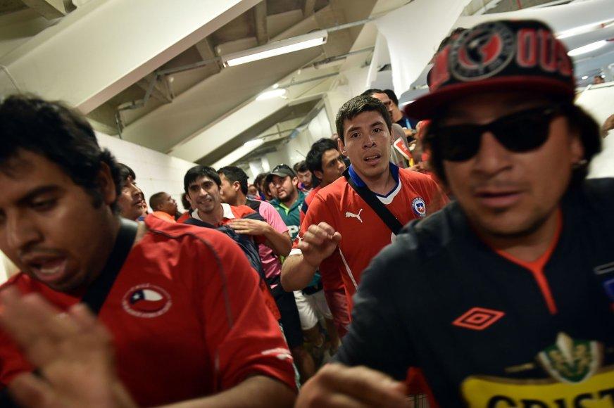 Čilės futbolo sirgalių įsiveržimas
