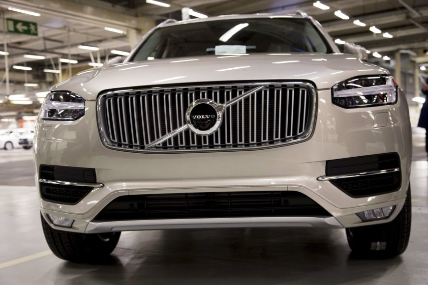 """Naujas """"Volvo"""" automobilis gamykloje"""