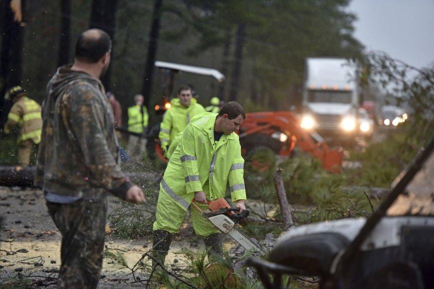 Pietinėse JAV siaučiančios audros nusinešė mažiausiai penkias gyvybes