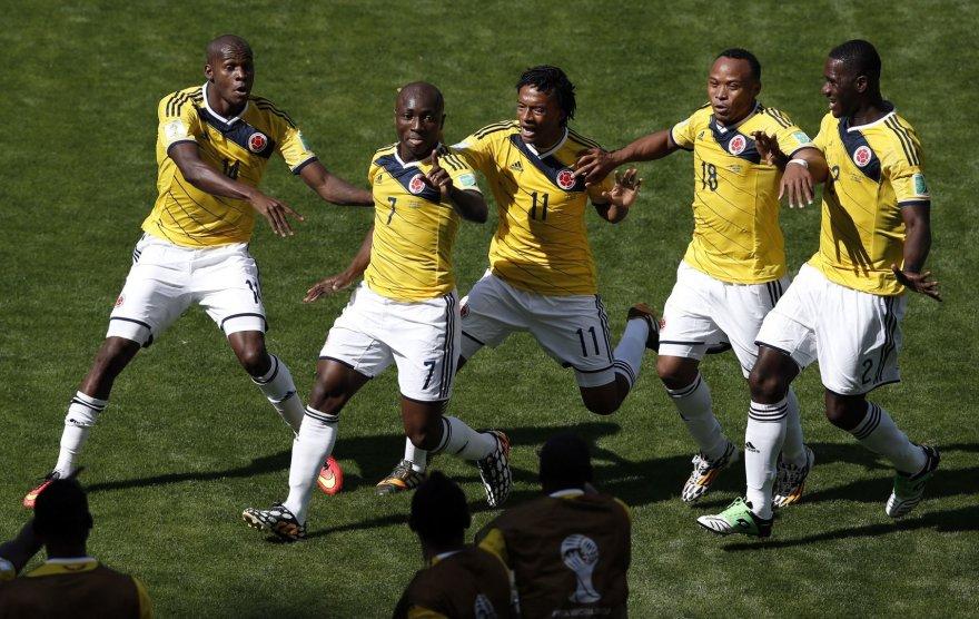Pablo Armero (antras iš kairės) džiaugiasi įvarčiu su komandos draugais