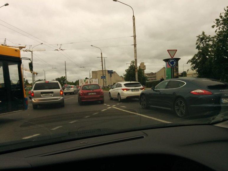 "Ryto avarija Vilniuje: ""Porsche"" bakstelėjo ""Hyundai"" 2014 m. gegužės 29 d."