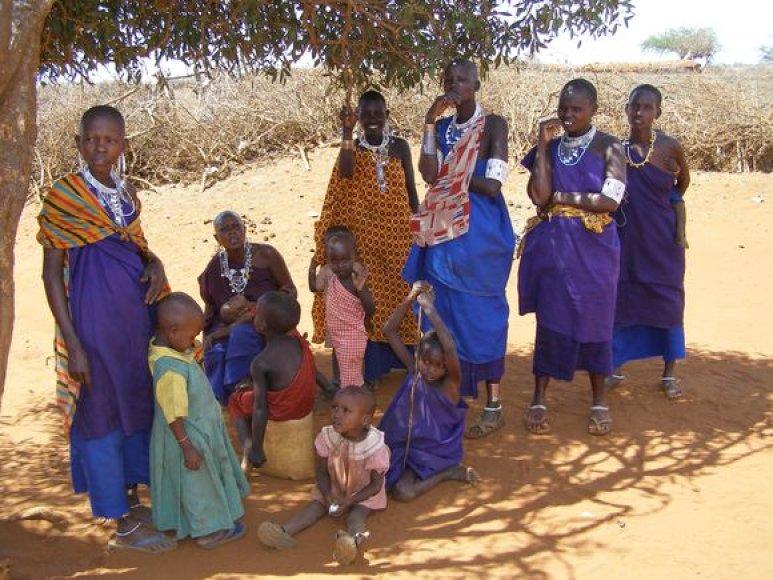 Masajų moterys ir vaikai