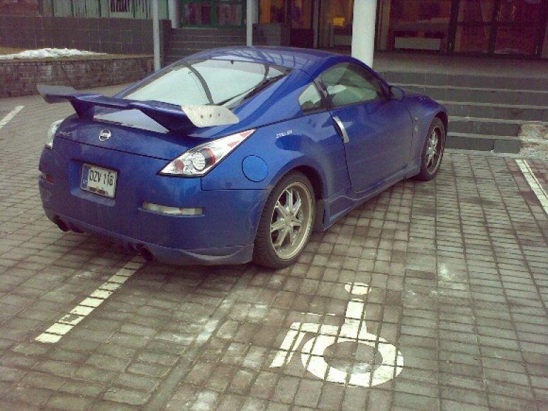 Nissan neįgaliems skirtoje vietoje