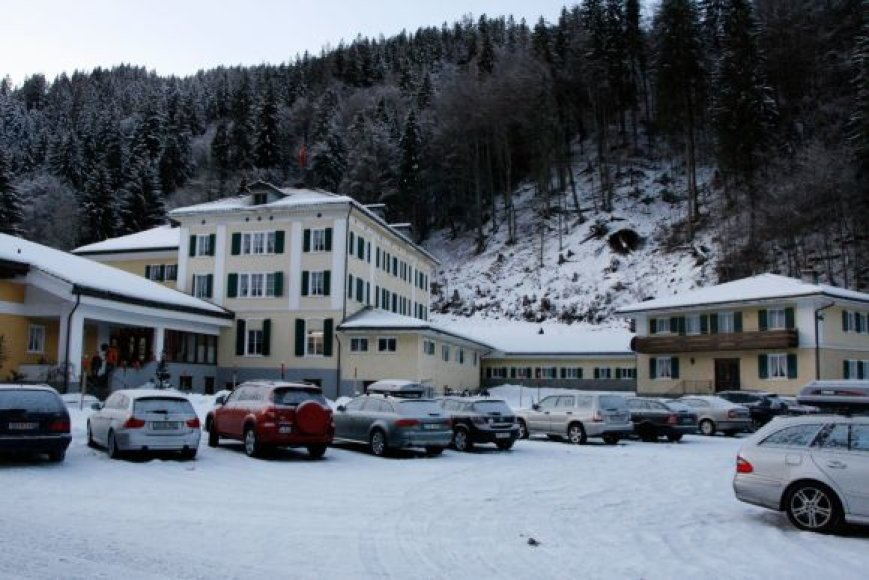 """Slidininkų viešbutis """"Bad Serneus"""" Šveicarijoje"""