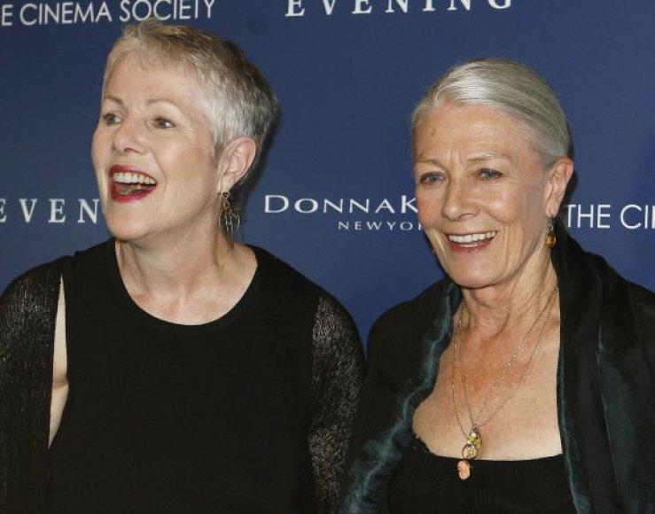 Lynn Redgrave (kairėje) su seserimi Vanessa