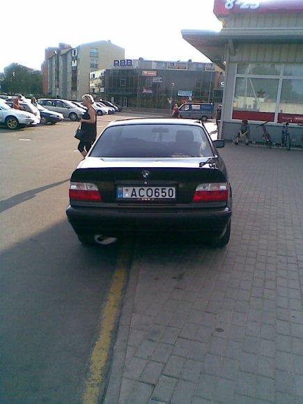 Fotopolicija: BMW prie geltonos linijos