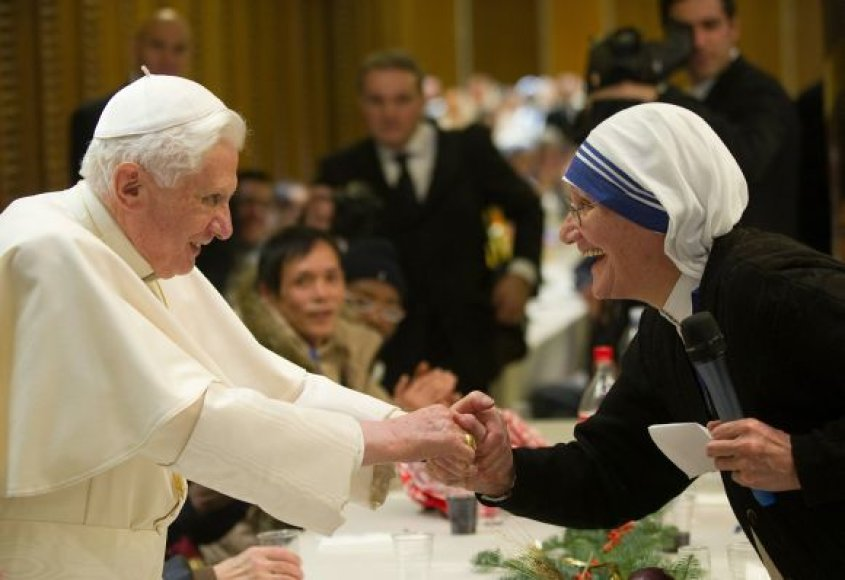 Popiežius Benediktas XVI pietavo su neturtingaisiais