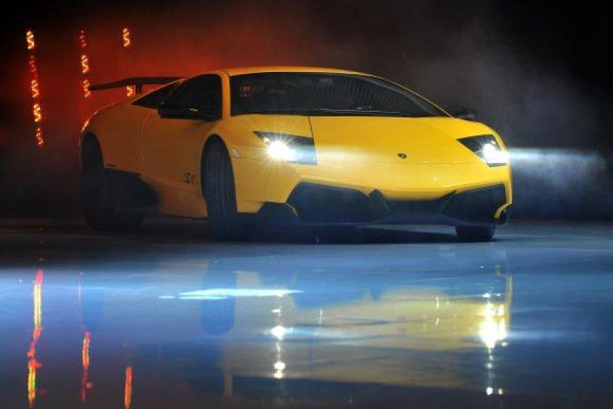 """""""Lamborghini Murcielago"""" vertas maždaug 1,5 mln. litų."""