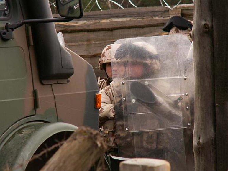Kairių poligone vykstančios pratybos – pasirengimas misijai Afganistane.