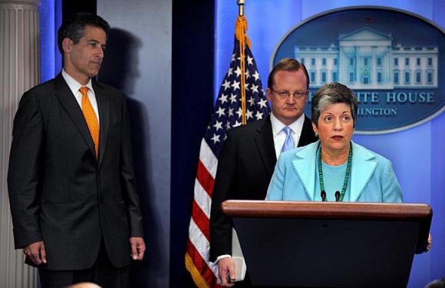 Janet Napolitano Baltuosiuose rūmuose paaiškino, kokių priemonių bus imtasi kovoje su kiaulių gripu.