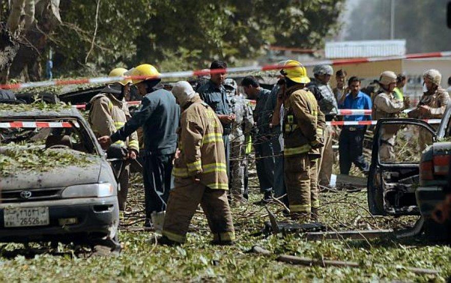 Kariai ir saugumo pajėgų pareigūnai sprogimo vietoje