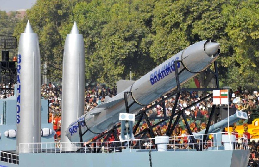 """Sparnuotosios raketos """"BrahMos"""""""