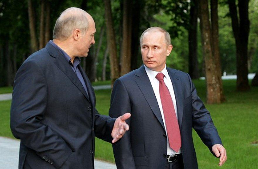 Aliaksandras Lukašenka (kairėje) ir Vladimiras Putinas
