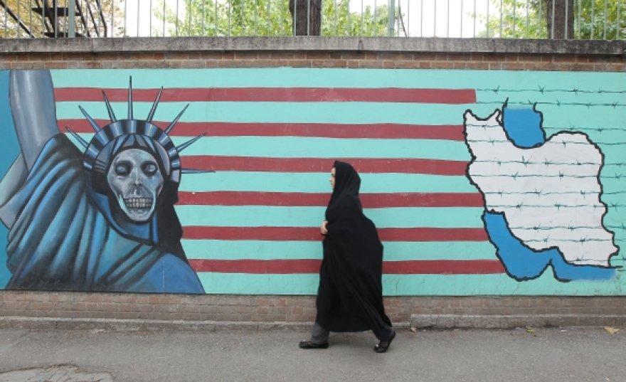 Antiamerikietiškas piešinys ant tvoros Teherane