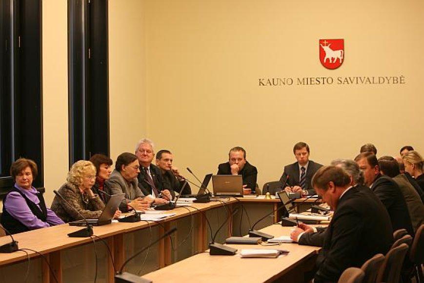 Anot Valstybės tarnybos įstatymo pataisas bandančio inicijuoti A.Kupčinsko, dalis pakeitimų leistų savivaldybės darbą padaryti kur kas efektyvesnį.