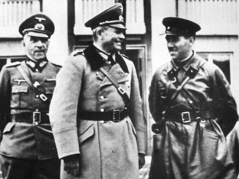 1939 metais totalitariniai sovietų ir nacių režimai pasidalijo Lenkiją.