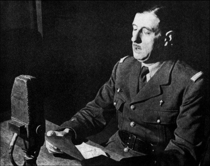 Charles'is de Gaulle'is BBC studijoje skaito savo garsiąją kalbą.