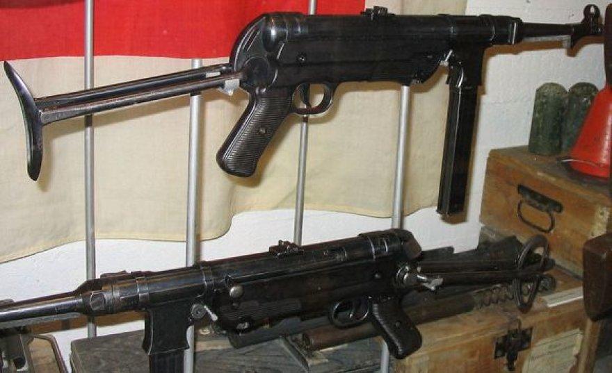 Antrojo pasaulinio karo laikų vokiški pistoletai-kulkosvaidžiai MP 40