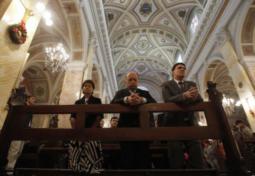 Andrius Kubilius su žmona Rasa ir ūkio ministras Dainius Kreivys Jeruzalėje dalyvavo mišiose Šv. Išganytojo bažnyčioje.