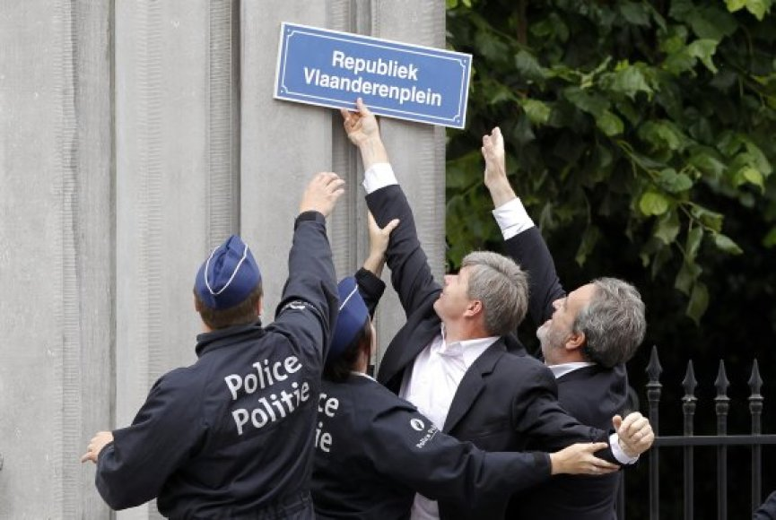 Neįprastą protesto akciją nutraukė policija.