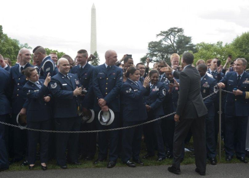 Barackas Obama sveikinasi su JAV karų Afganistane ir Irake veteranais