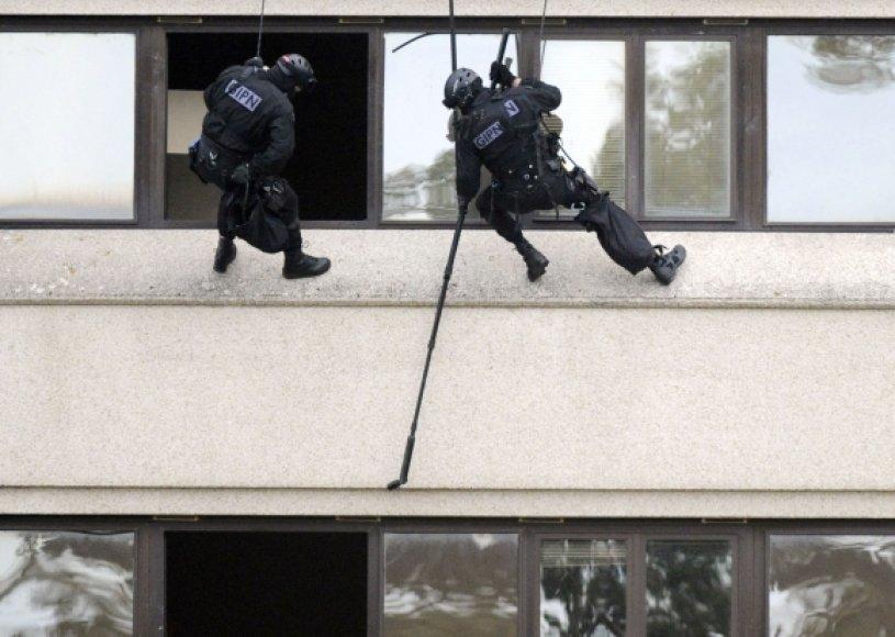 Prancūzijos specialiųjų policijos pajėgų pareigūnai