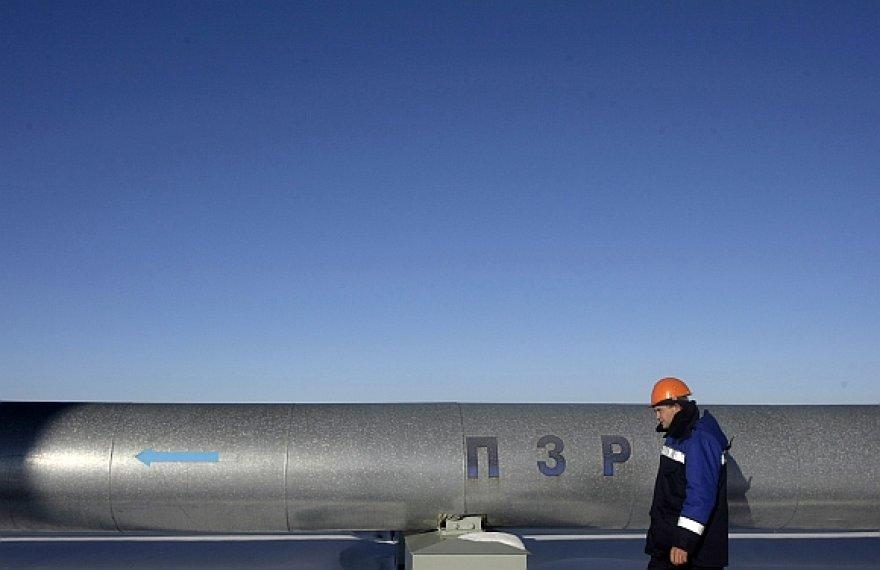 Rusija skelbia, kad Ukraina blokuoja atnaujintą dujų tiekimą Europai.