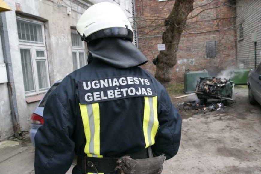 Ugniagesiai skubėjo malšinti Vingio gatvėje kilusio gaisro