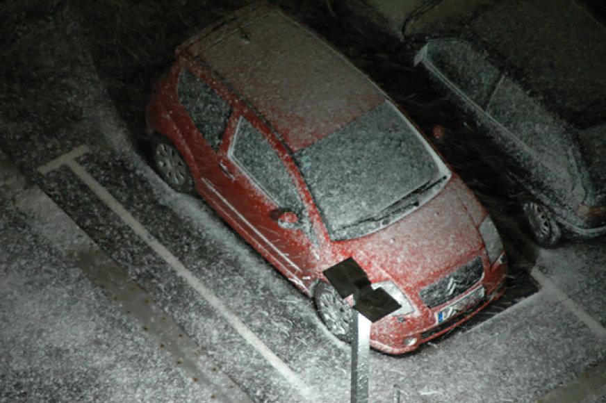 Apsnigtas automobilis