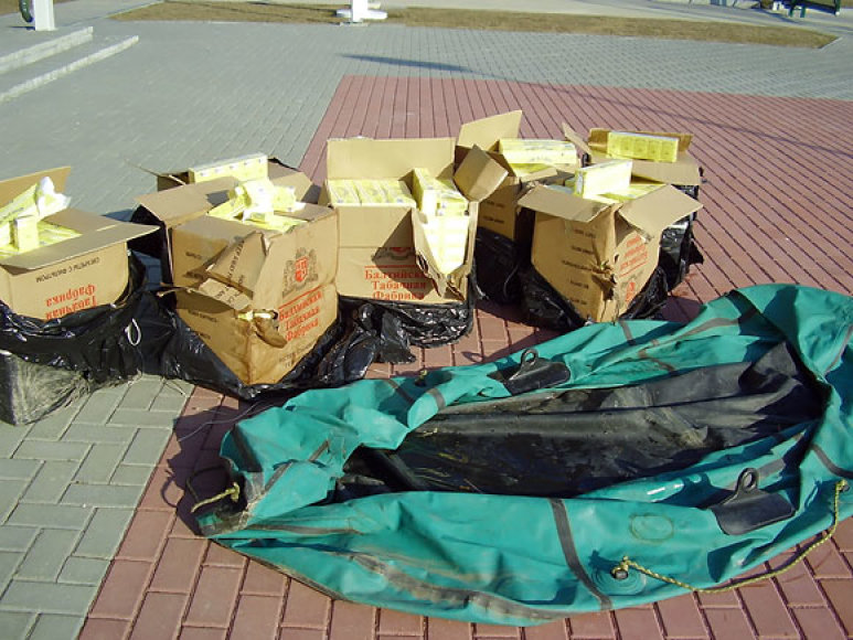 Šešupėje aptikta valtis su kontrabandiniais rūkalais