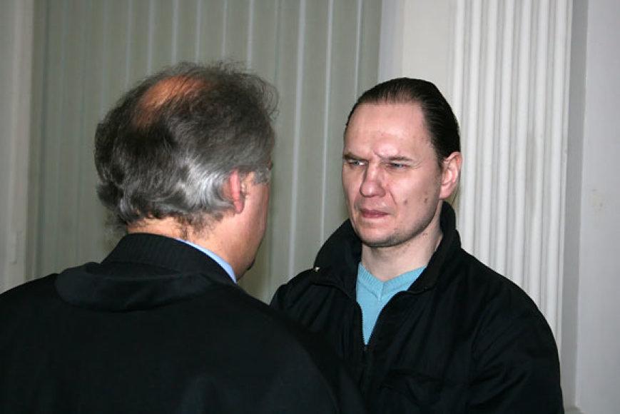 Konstantinas Michailovas su advokatu