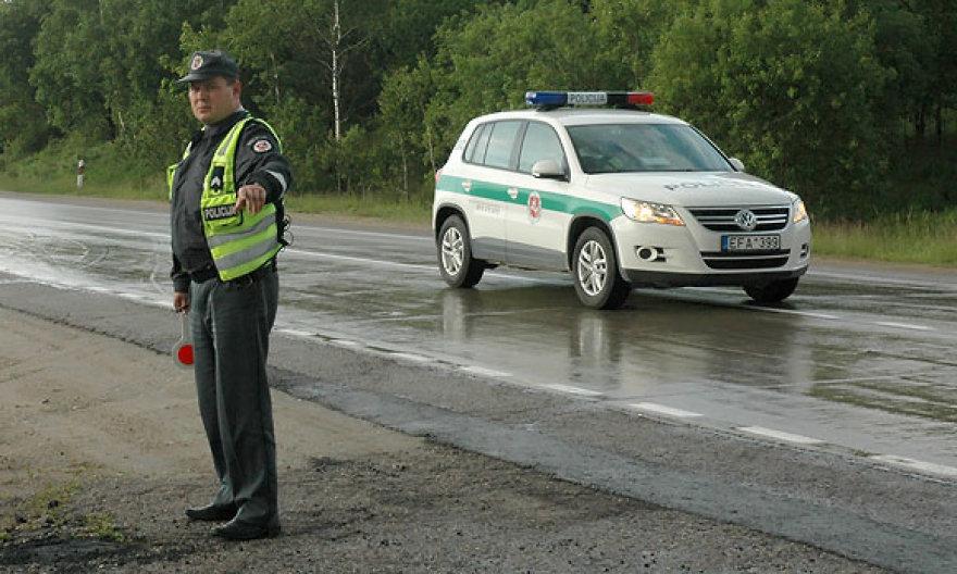 Policininkas avarijos vietoje