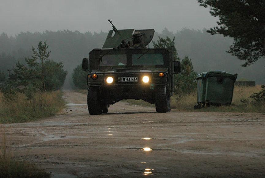 Pagalbą bėdos ištiktai grybautojai suteikė patruliavę kariai