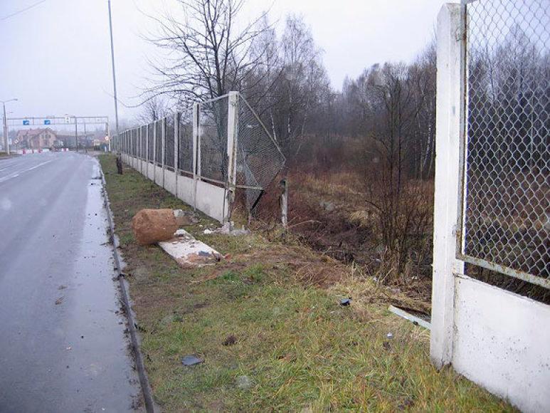 Lenkės išversta tvora pasienyje
