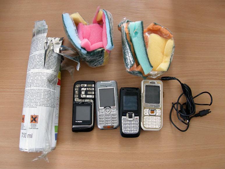 Į pareigūnų rankas pakliuvę telefonai