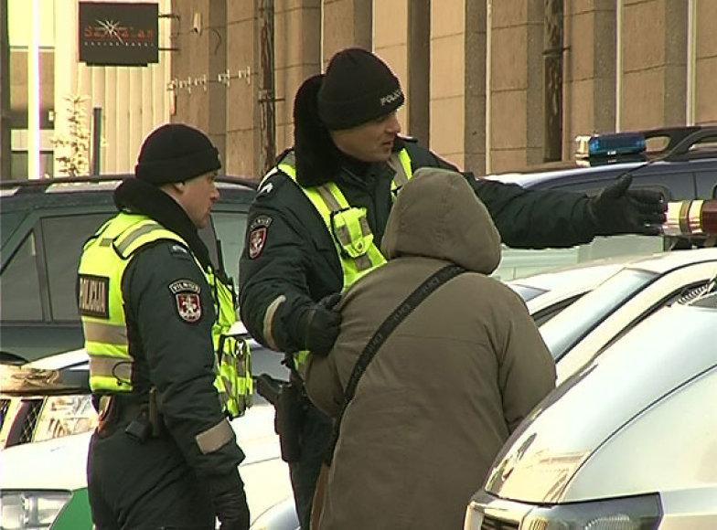 Prie Seimo sulaikyta susideginti ketinusi moteris