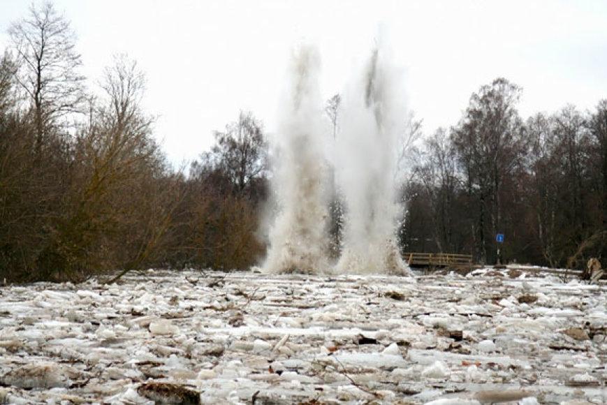 Sprogimas Lėvens upėje
