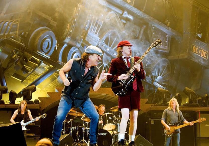 AC/DC scenoje jau beveik 40 metų