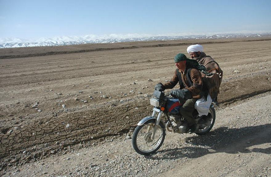 Motociklas yra populiari transporto priemonė Afganistane